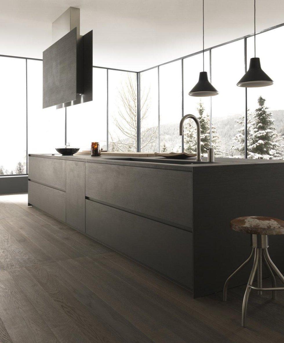 bancone di cucina moderna ad angolo con infissi