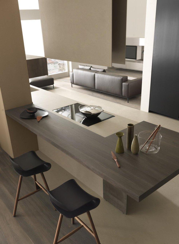 soggiorno con divano da letto e bancone di cucina moderna