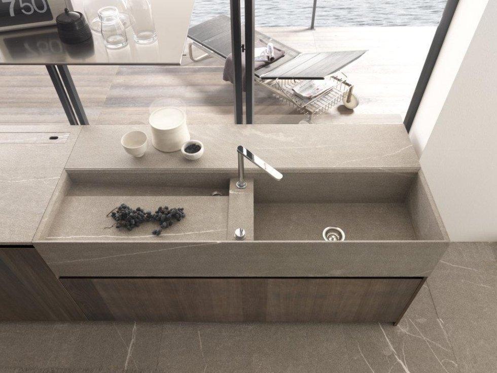 lavello di cucina moderna con arredamenti