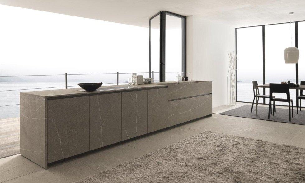 bancone di cucina moderna in pietra e sala da pranzo