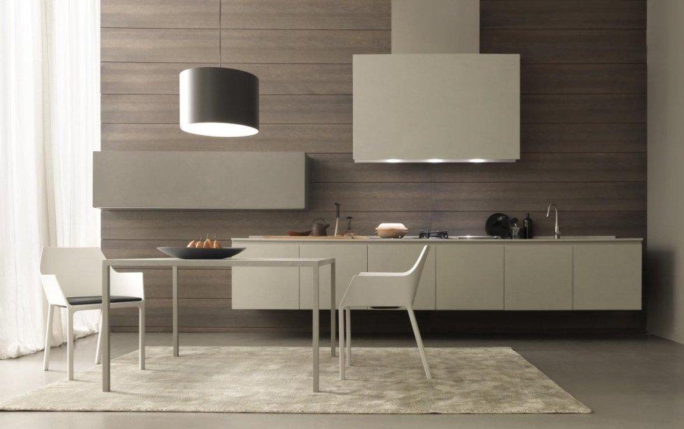cucina moderna con sedie e tavolo