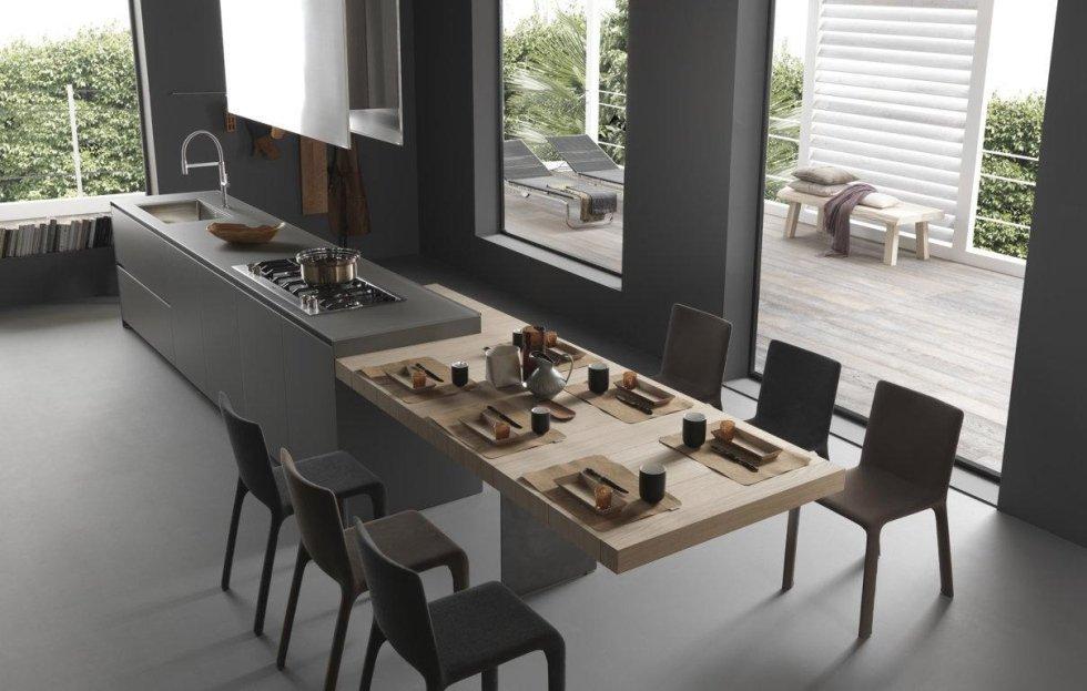 tavolo apparecchiati con cucina moderna