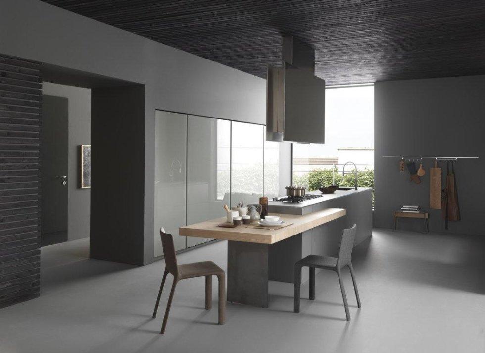 grande cucina moderna con arredamento