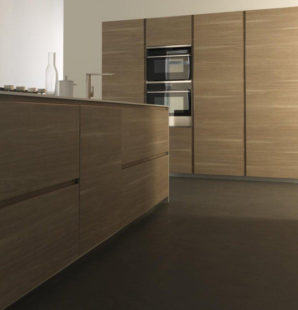 bancone di una cucina in legno e armadio in legno