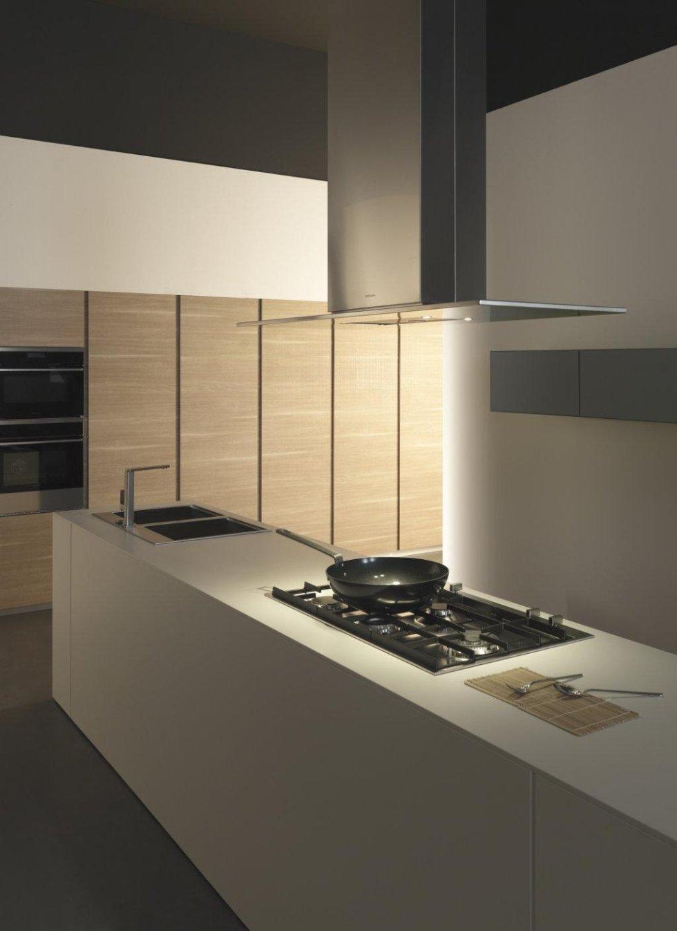 cucina moderna con acciao lavoro