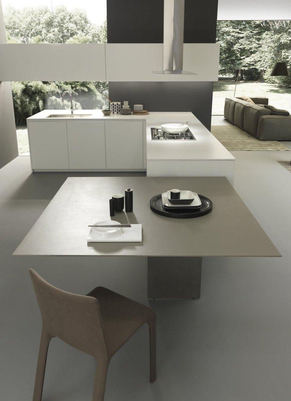 cucina moderna con sedia, diavno e giardino