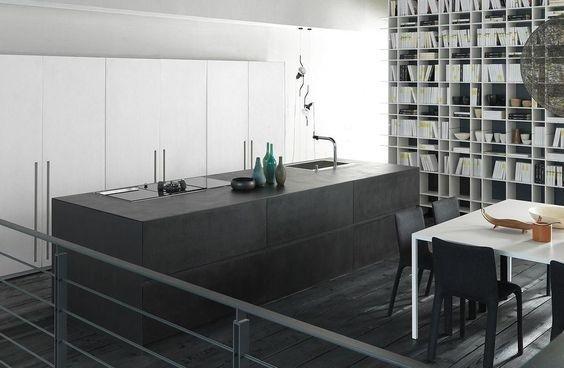 soggiorno con cucina moderna e vetrina
