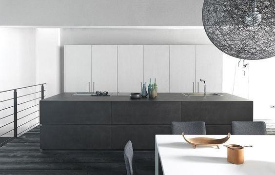 cucina moderna con tavolo e sedie