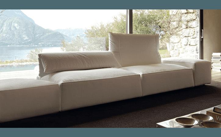 divano bianco in pelle