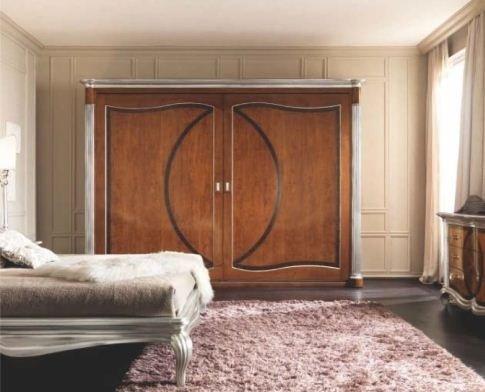 armadio in legno a due ante