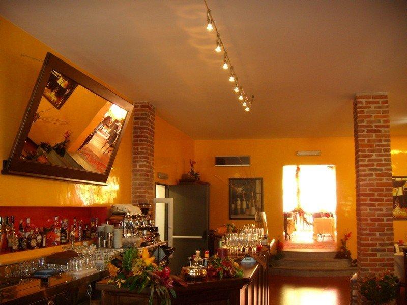 Illuminazione a faretti all'interno di un ristorante