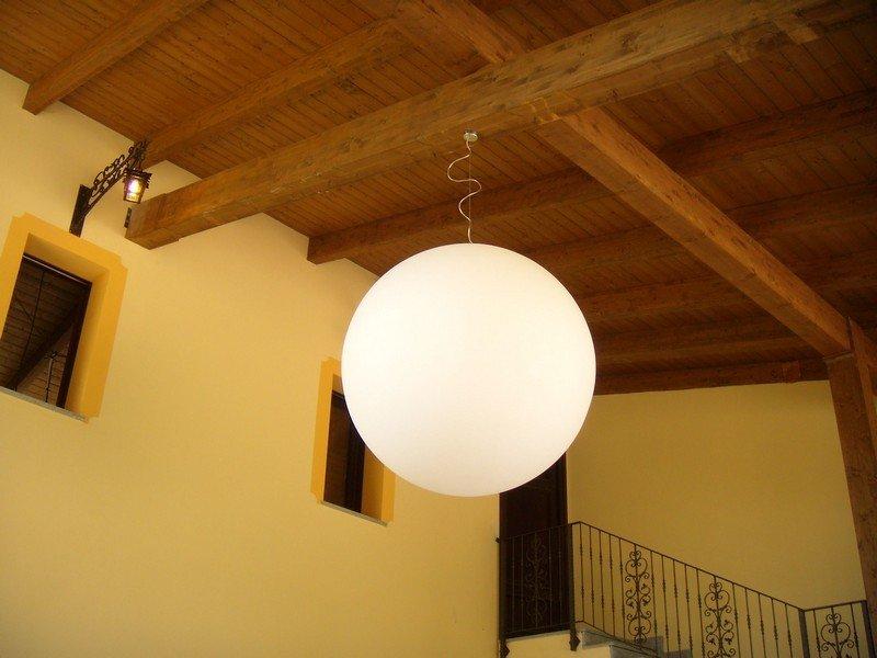 Lampadario a palloncino in una camera da letto