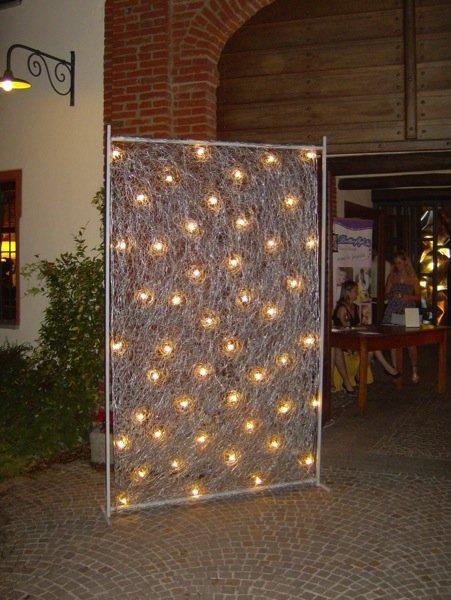 illuminazione artistica all'ingresso di un albergo