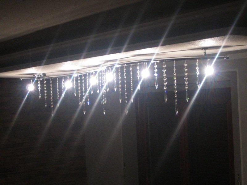 lampadario moderno con vetro a goccia