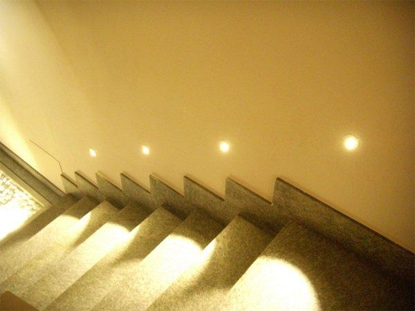 illuminazione led scale interne