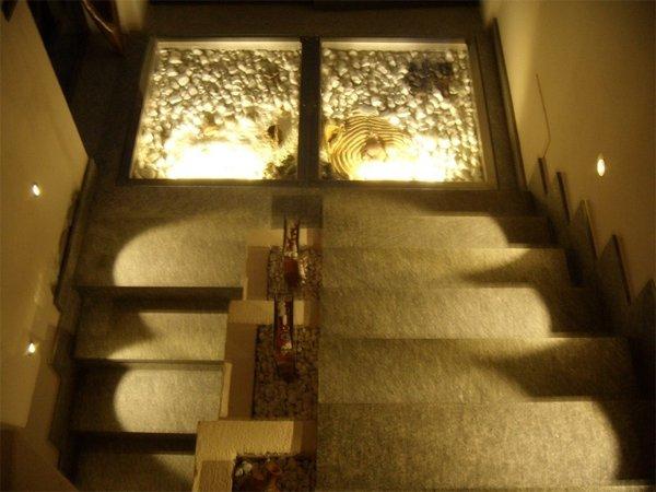 l illuminazione a led per scale interne e pavimenti
