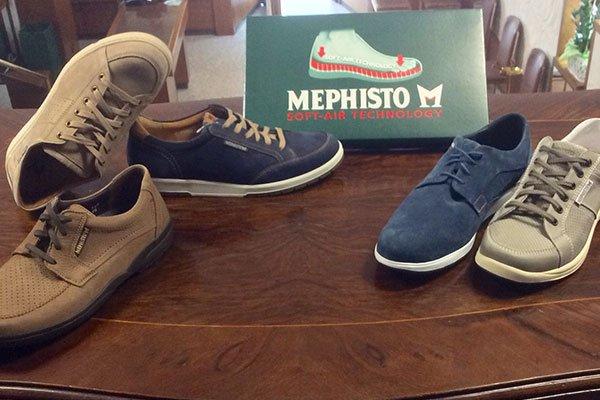 delle scarpe da uomo della marca Mephisto