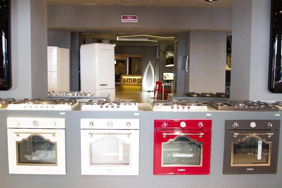 cucina e piani cottura in esposizione