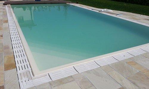 piscina dopo la fase di pulizia