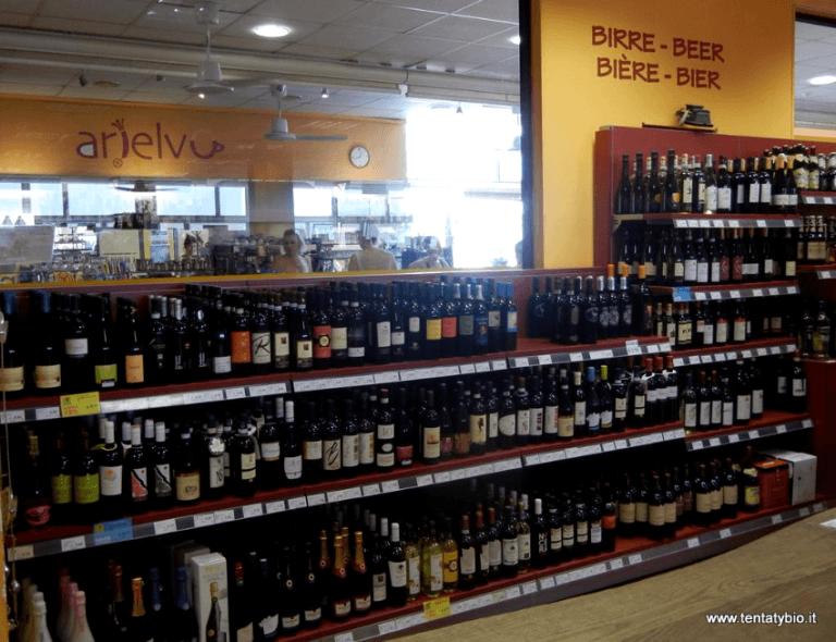 birre nel scaffali di supermercato