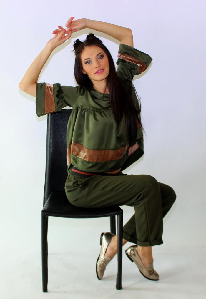 completo donna verde militare con stringhe dorate