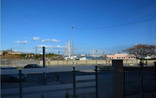 parcheggio vicino al porto