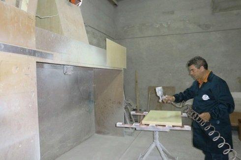 un falegname al lavoro