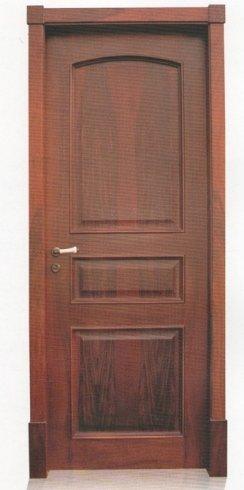 porta in legno marrone