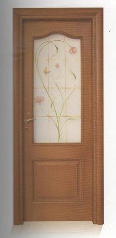 porta marrone in legno e vetro