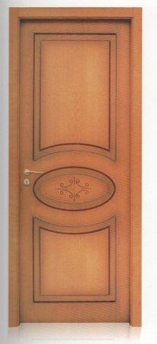 porta in legno marrone chiaro
