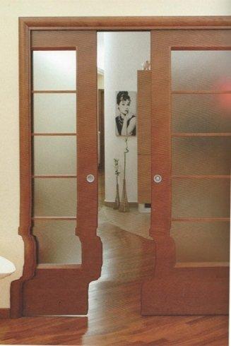 porta in legno e vetro scorrevole a due ante