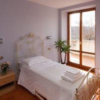 Il comfort e il silenzio del luogo permettono un soggiorno piacevole e lontano dallo stress della città.