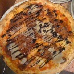Pizza con prosciutto crudo, grana, aceto balsamico