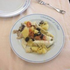 Sogliola al forno, specialità di pesce, secondi piatti secondi di pesce, insalata di patate, pomodori e olive