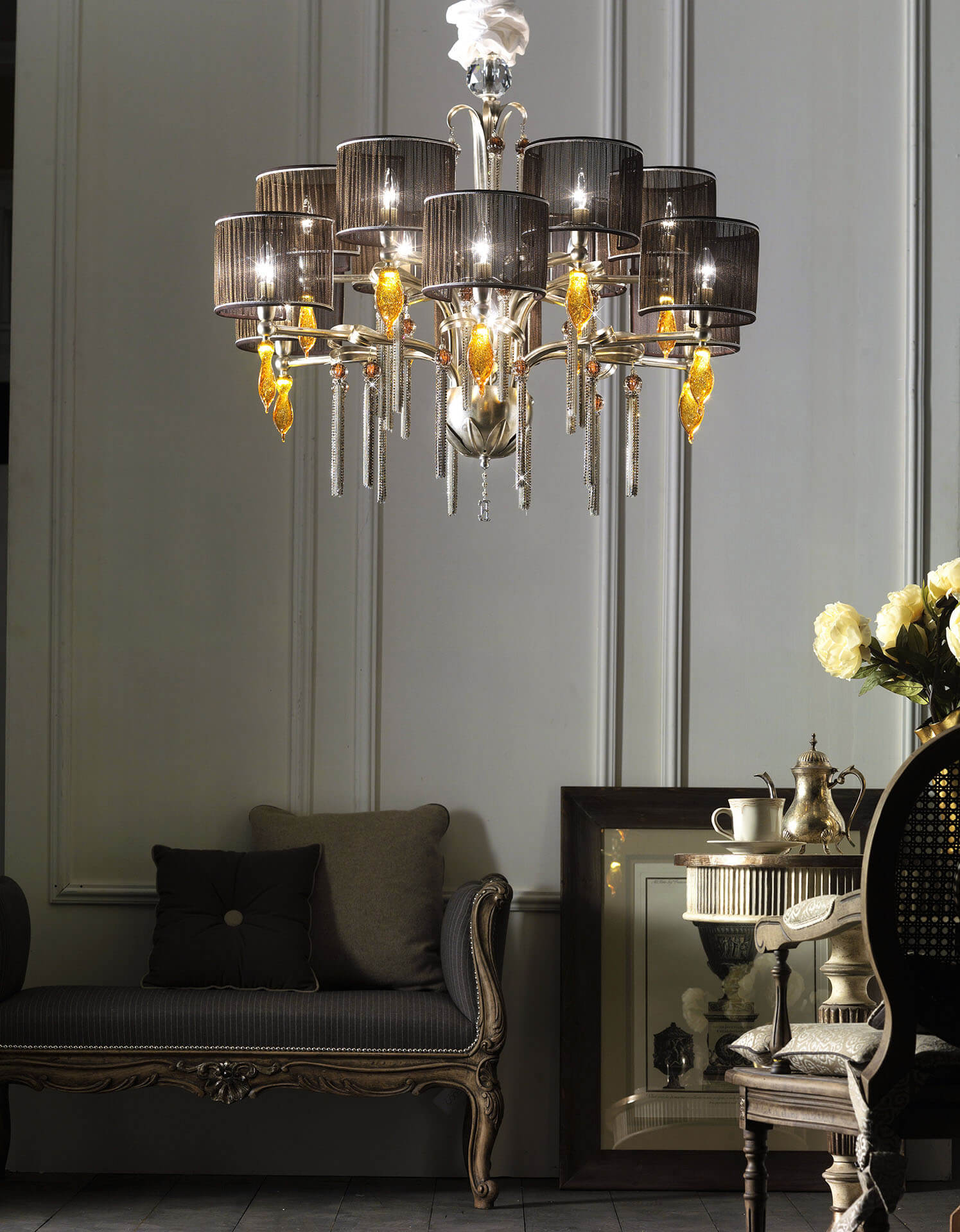 sala con lampadario di design