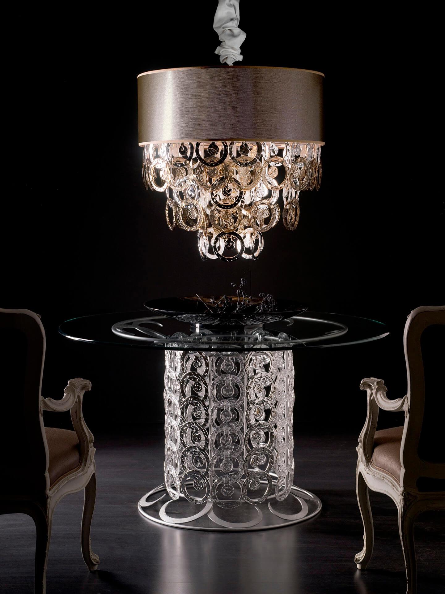 tavolo e lampadario in vetro