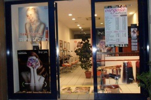 ingresso del negozio di parrucchieri Virgola