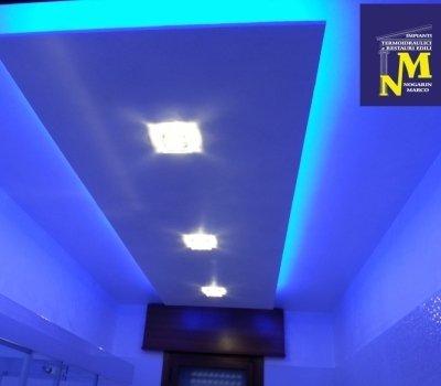 abbassamento soffitto, luci foto cromatiche, luci a led, cartongesso, Nogarin Marco, restauro,  led, bagno, doccia, porcelanosa,