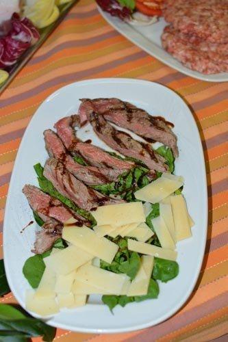 roast-beef con scaglie di grana e verdura