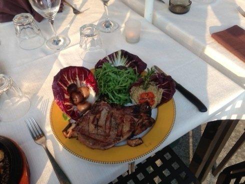 Presso il locale potrete gustare ottime portate a base di carne rossa.