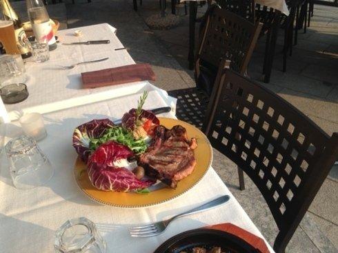 Presso il locale potrete assaggiare i migliori tagli di carne preparati alla griglia o secondo le ricette rustiche.