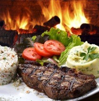 Sulle tavole del locale non possono mancare ottimi piatti di carne alla griglia.