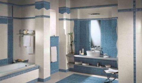 bagno con ceramiche su parete
