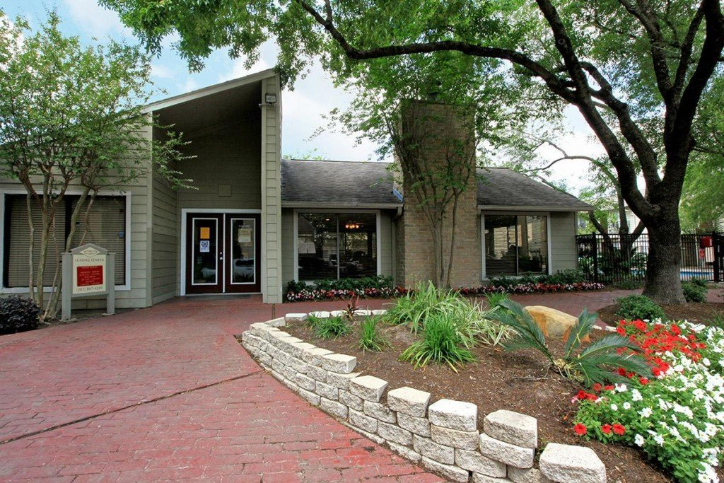 Rockridge Springs Main Building - Houston Apartment Complex