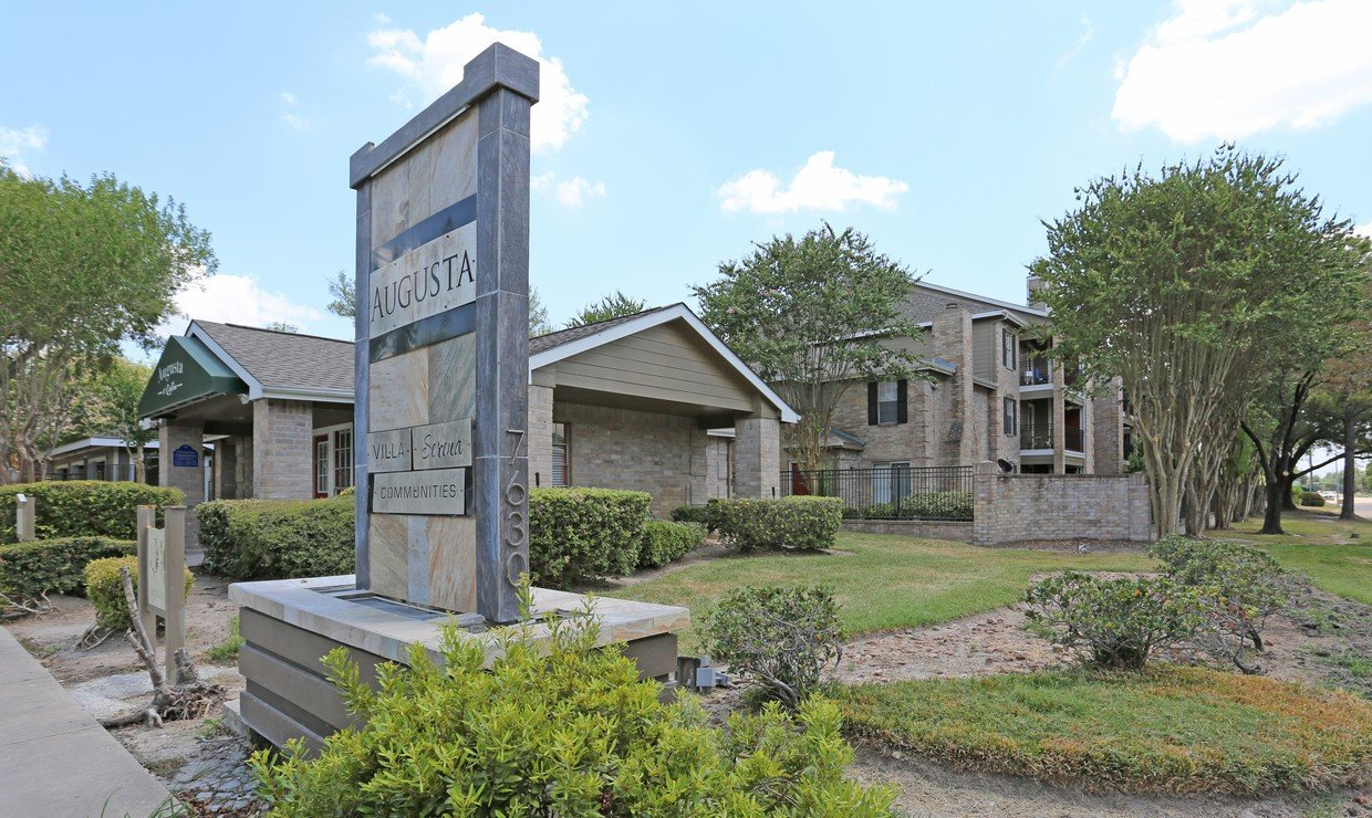 Augusta at Cityview Main Building - Houston Apartment Complex