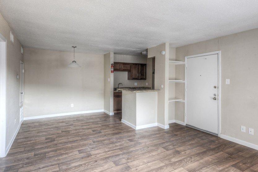 Spacious Living Room in Houston Texas - Heatherwood