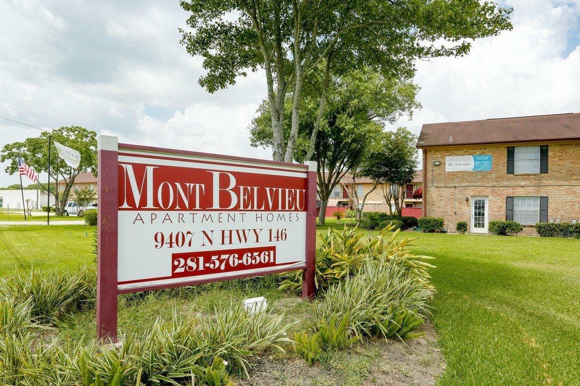 Mont Belvieu Apartments Main Enterance