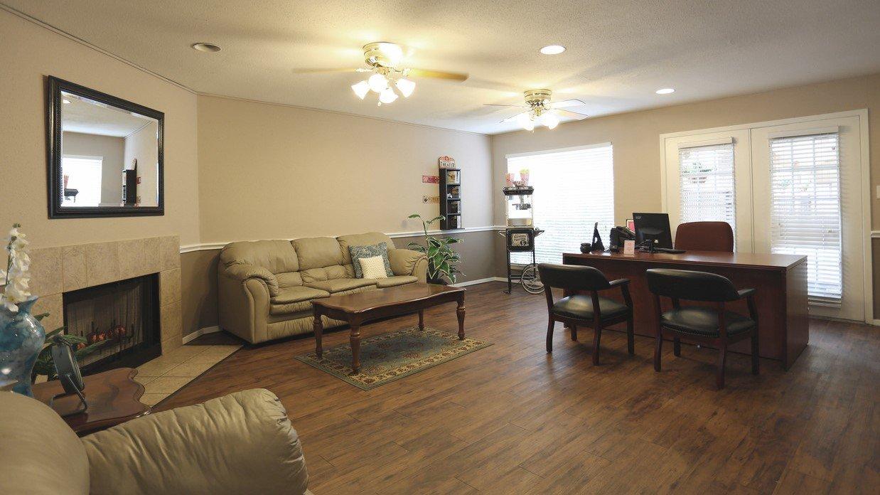 Rockridge Park Furnished Living Room