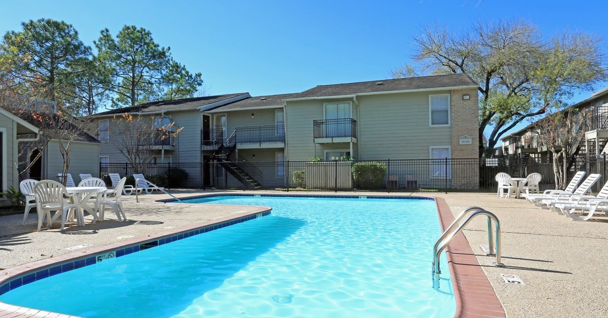 Rockridge Springs Apartment Complex Pool