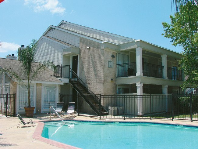 Rockridge Square Pool Houston